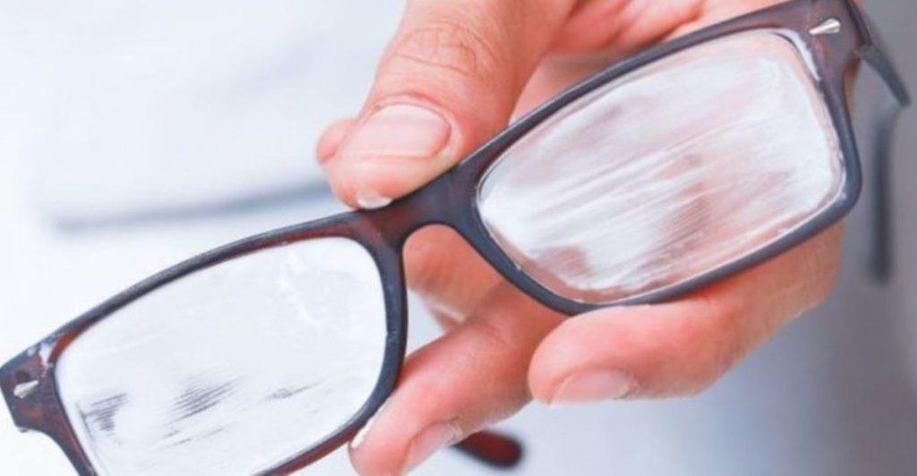 Reparar rayones en gafas de plástico