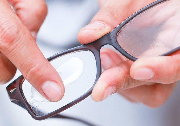 Método para reparar arañazos en gafas de sol